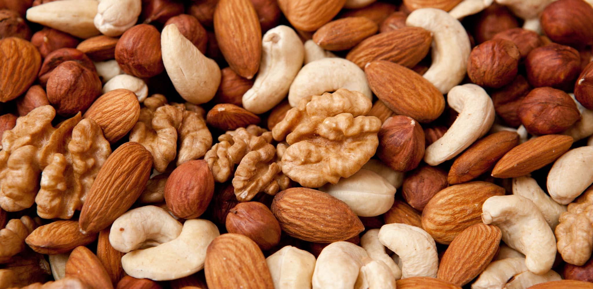 какие орехи понижают холестерин в крови человека