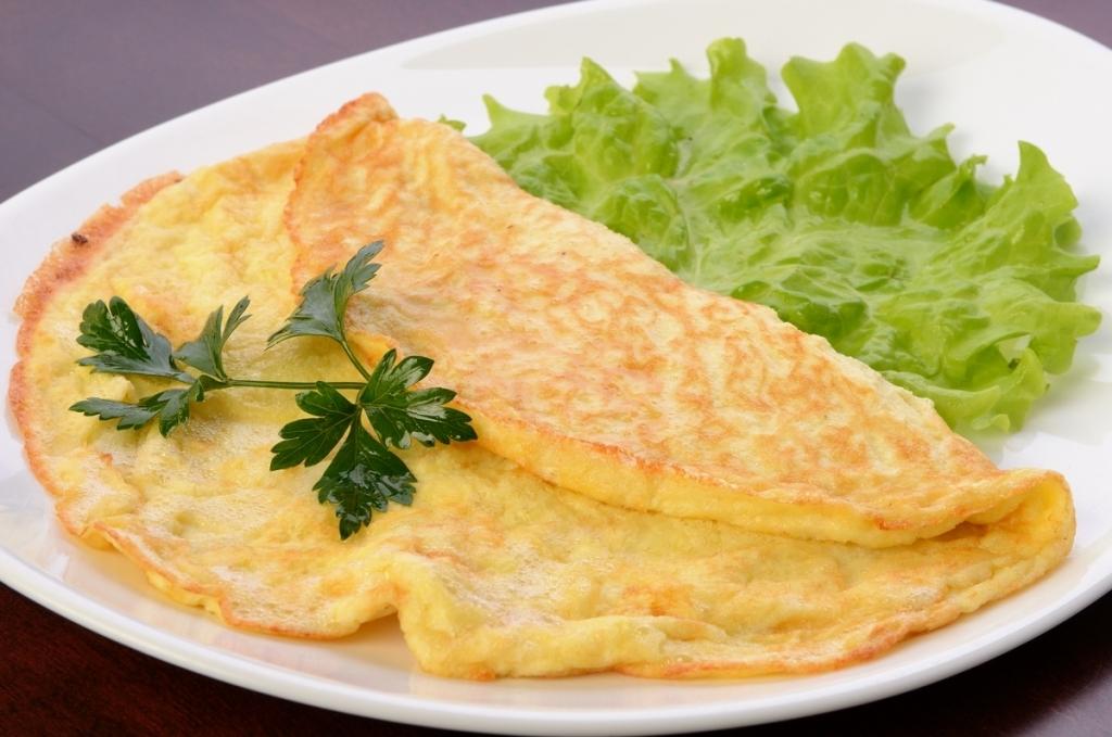 Рецепт классического омлета с молоком на сковороде пышный